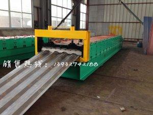 新型集装箱板机械设备